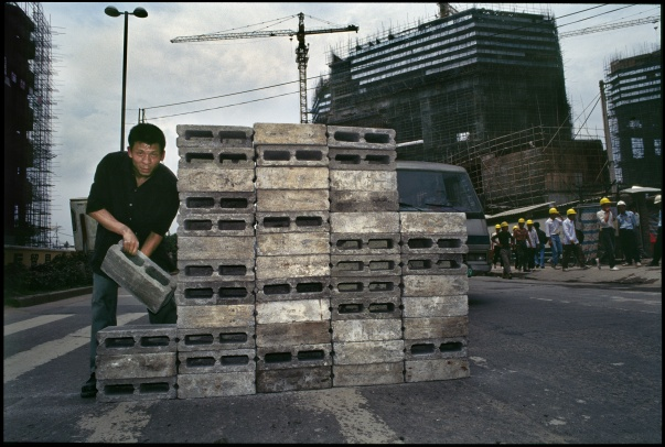 Lin Yilin, Safely Maneuvering across Lin He Road, 1995